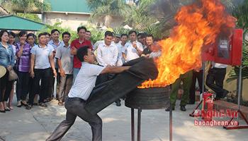 Hướng dẫn cách sử dụng chăn chữa cháy